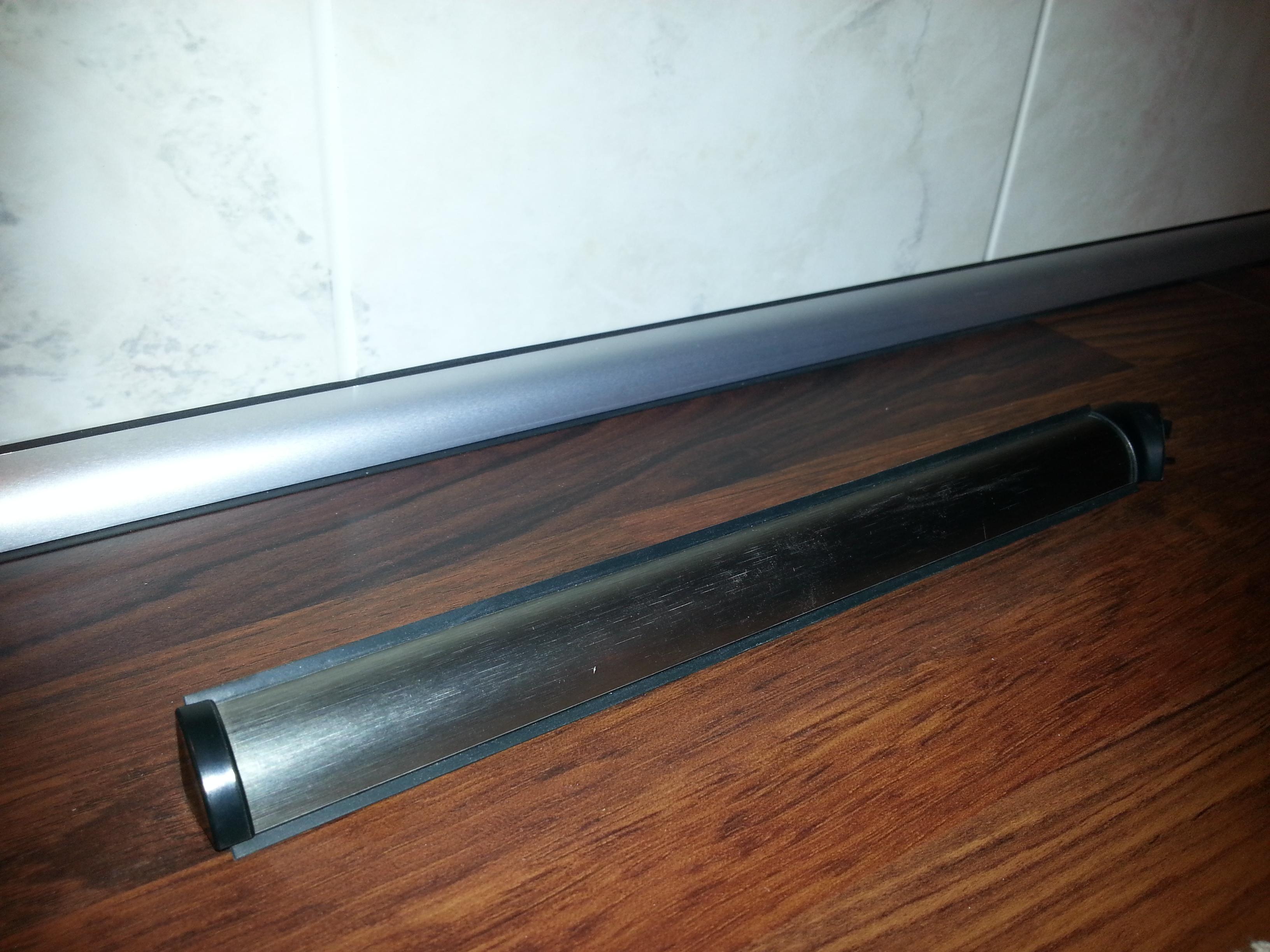 List mellom benkeplate og vegg